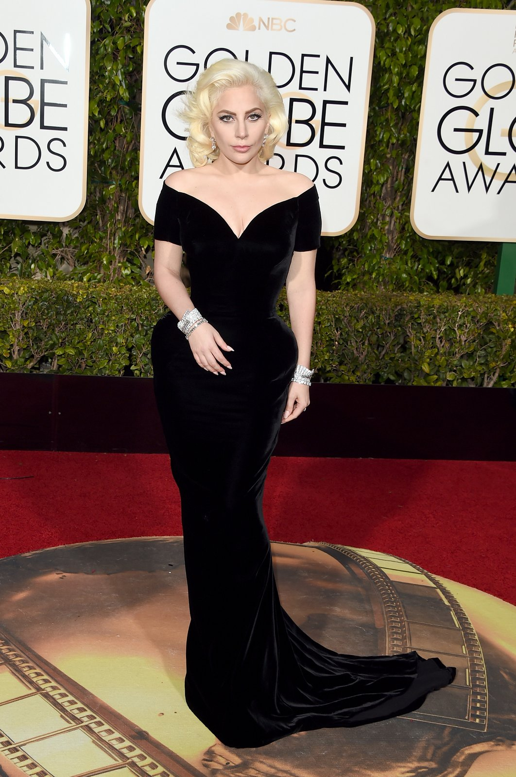 lady-gaga-golden-globes-2016